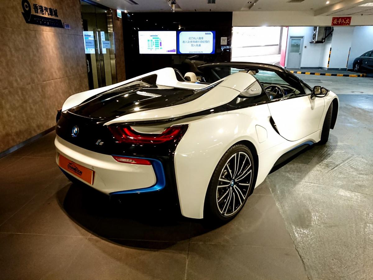 i8 Roadster - Image 9