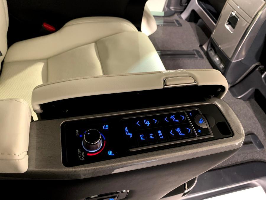 Alphard 3.5 Executive Lounge S - Image 6