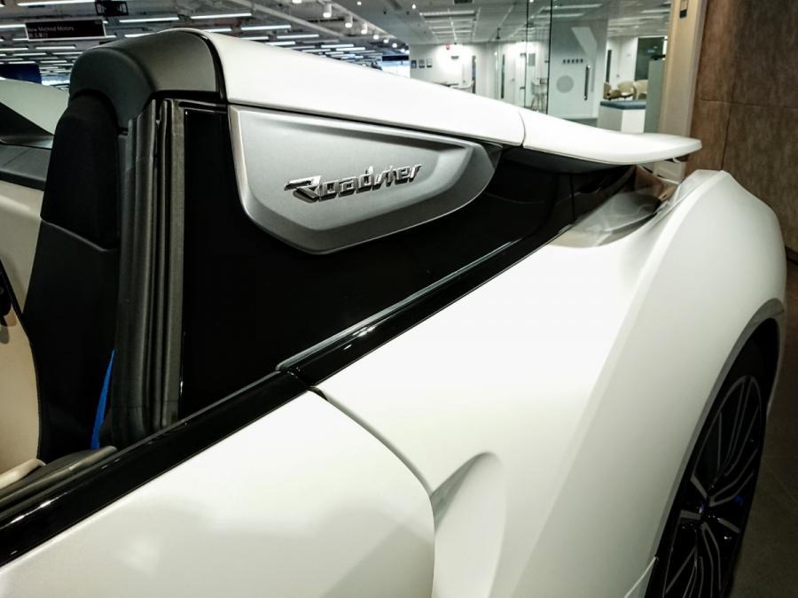 i8 Roadster - Image 8