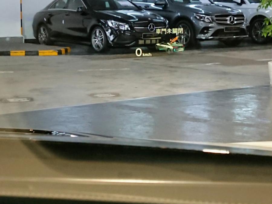 i8 Roadster - Image 4