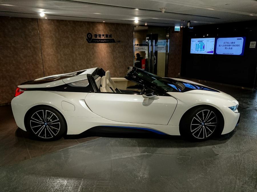 i8 Roadster - Image 7