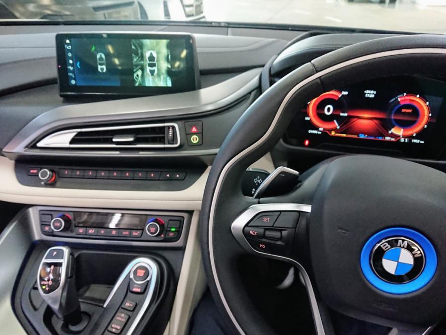 i8 Roadster - Image 5